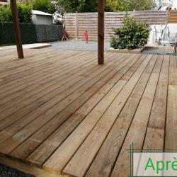 Terrasse bois et massif minéral